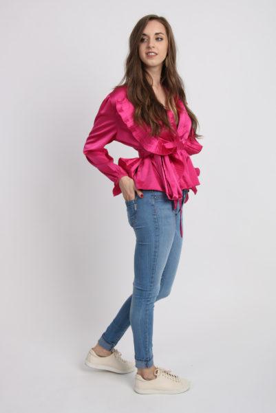 blouse decolletée