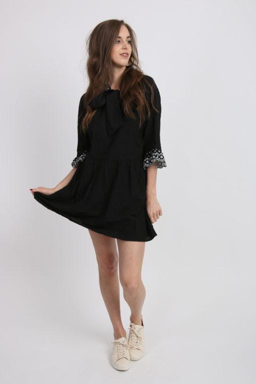 robe noire broderie