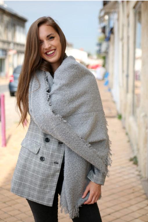 echarpe en laine grise