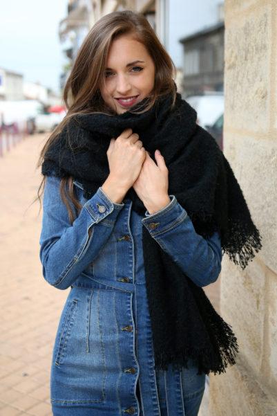 echarpe noire oversize